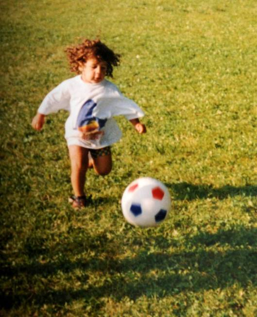 Эта статья о швейцарском футболисте Родригес Рикардо.У него также была диафрагмальная грыжа при рождении Я её перевела на русский