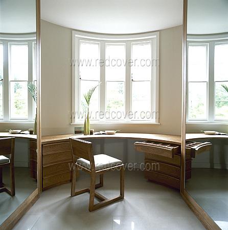 Столы под эркерное окно
