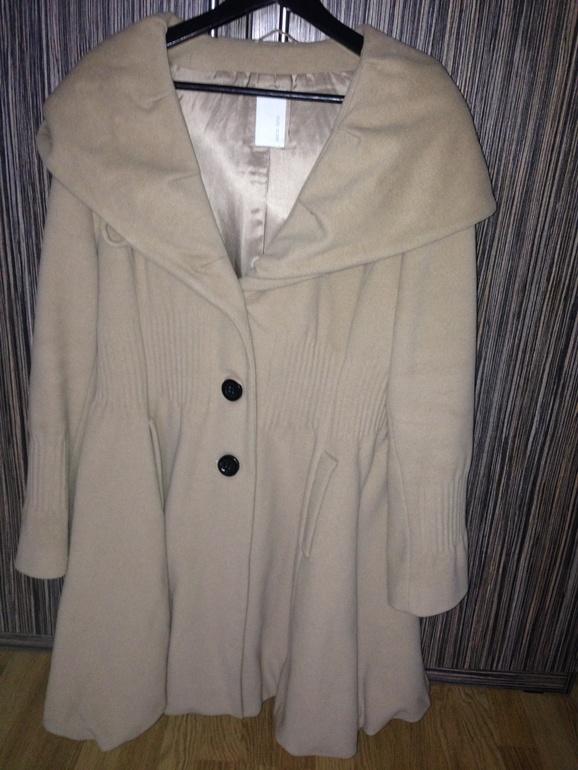 Пальто  шерстяное женское Erich Fend,размер 54.               5000 руб.