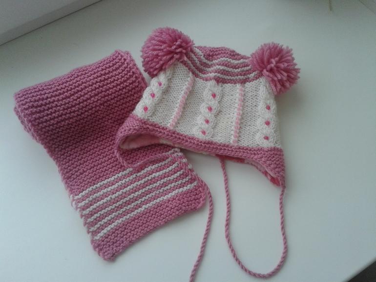 Шапочка на флисе украшена бусинами+ шарф