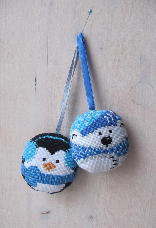 Игрушки на елку. Пингвин и мишка.