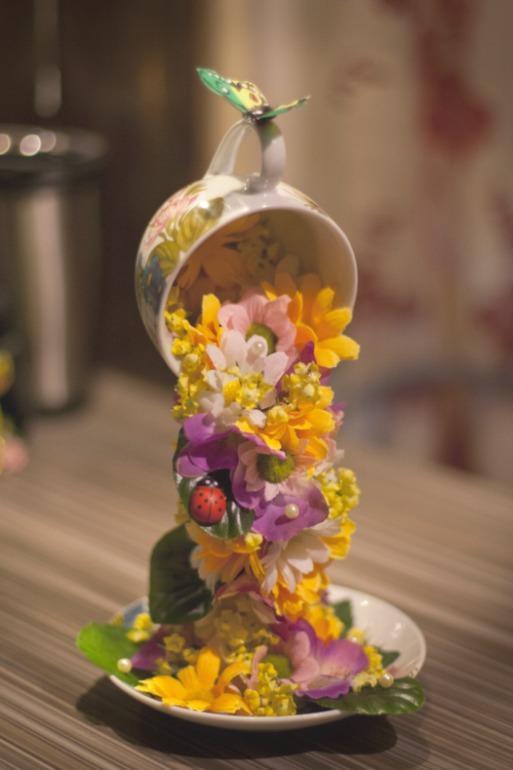 Поделка из чашки льются цветы фото - Весёлые картинки