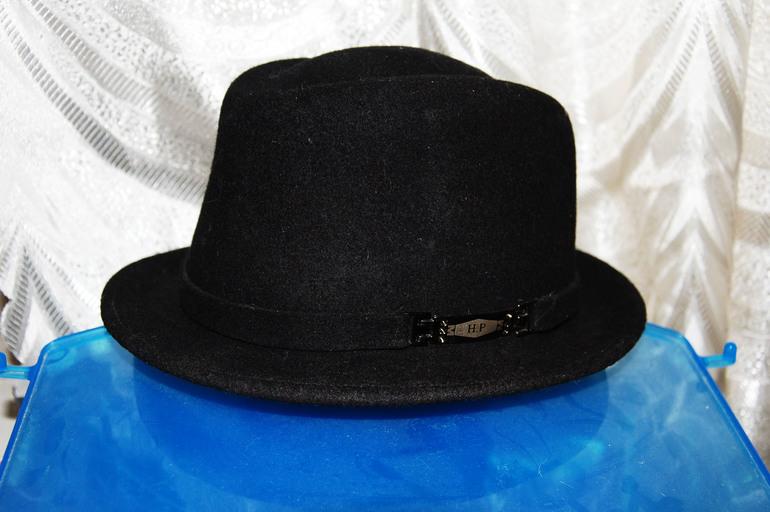 Шляпы экв. 200 руб.