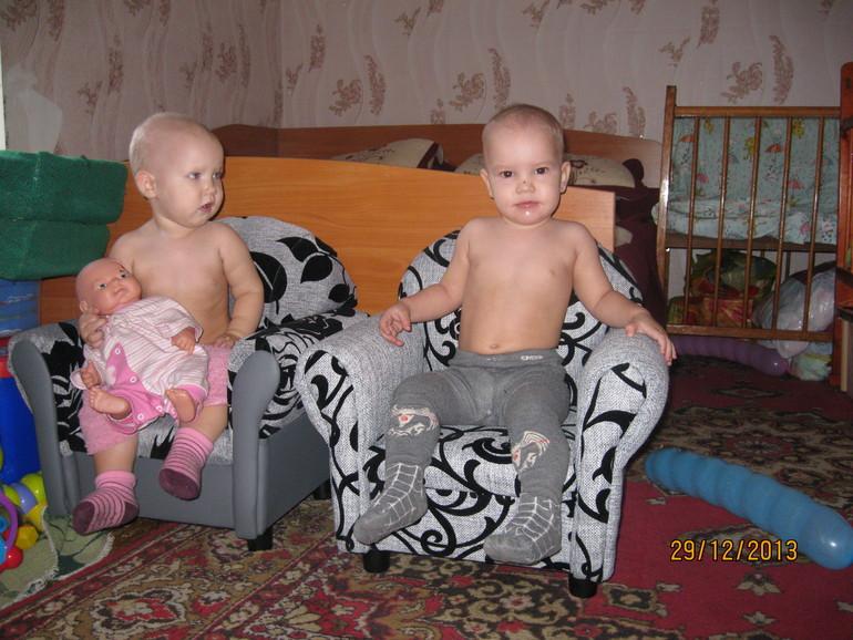 Маленьким Царям - маленькие троны))))