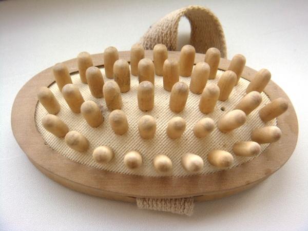 Деревянная щётка для массажа