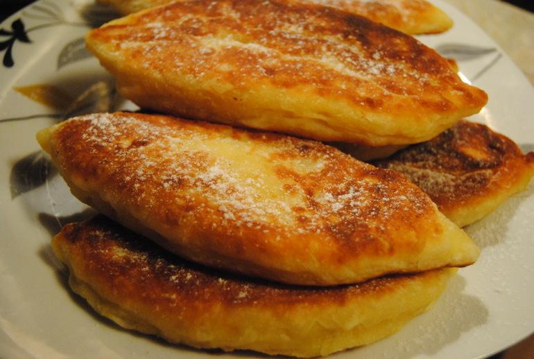 Пирожки  с  яблоками  на  творожном  тесте