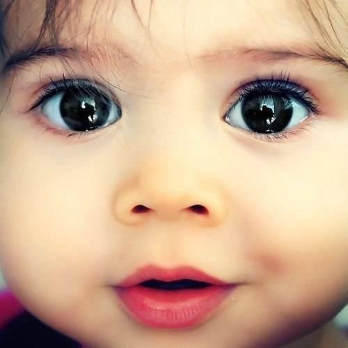 До скольки месяцев у ребенка меняется цвет глаз