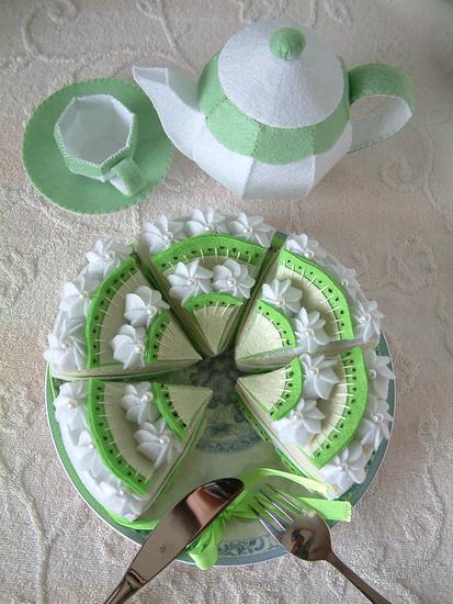 Сладости из фетра-развивающие игрушки для детюшки и сувениры для подружки)))