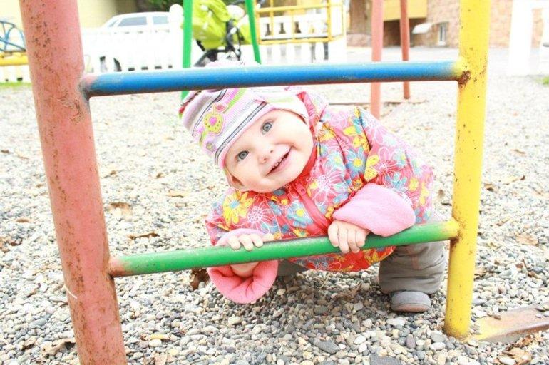На детской площадке с дочерью Настей