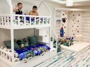 Двухэтажная кровать из бука с лесенкой-комодом