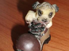 Фигурка собачка в башмаке высота 3.5 см