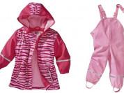 Непромокаемый прорезиненный костюм для девочек.