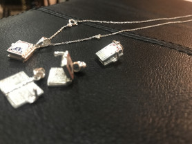 серебряные кулоны и цепи( молитвенник)