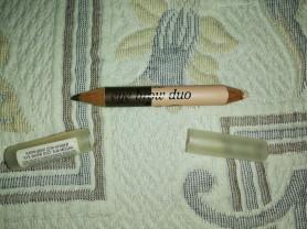Отдам двух сторонний карандаш для бровей.