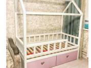 Детская кровать-домик из массива бука