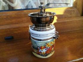 Новая ручная кофемолка. мельница. Керамическая