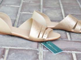 Новые сандалии без каблука