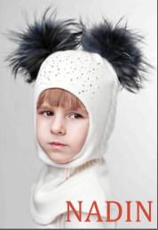 Шапочка-шлем для девочек синие помпоны