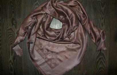 Платок Louis Vuitton коричневый с серебром.