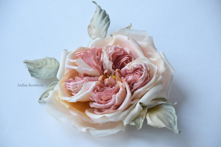 Английская роза из шелка.