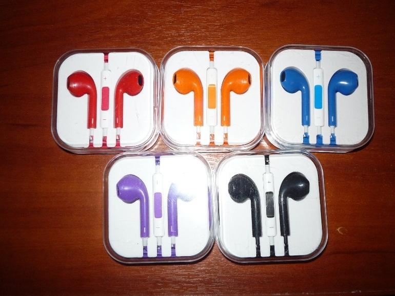 Цветные  наушники  для  Apple
