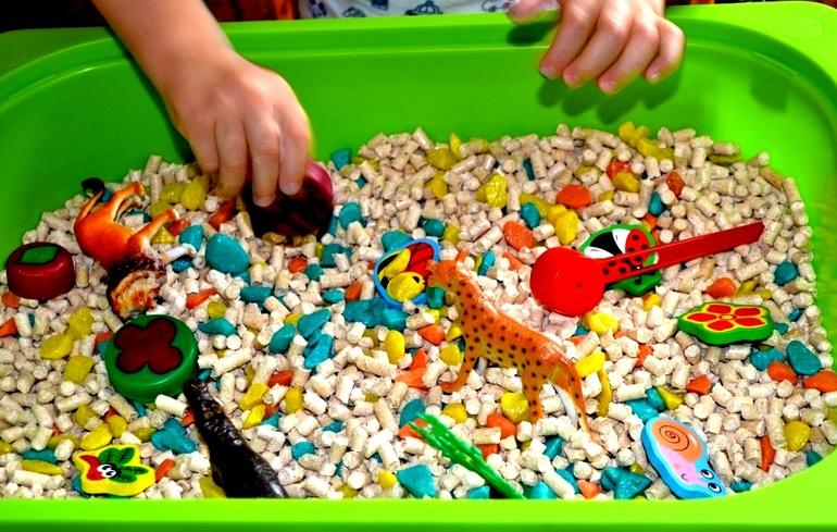 Сенсорная коробка для ребенка своими руками 708