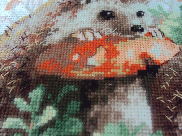Вышивка схема ежики в бруснике