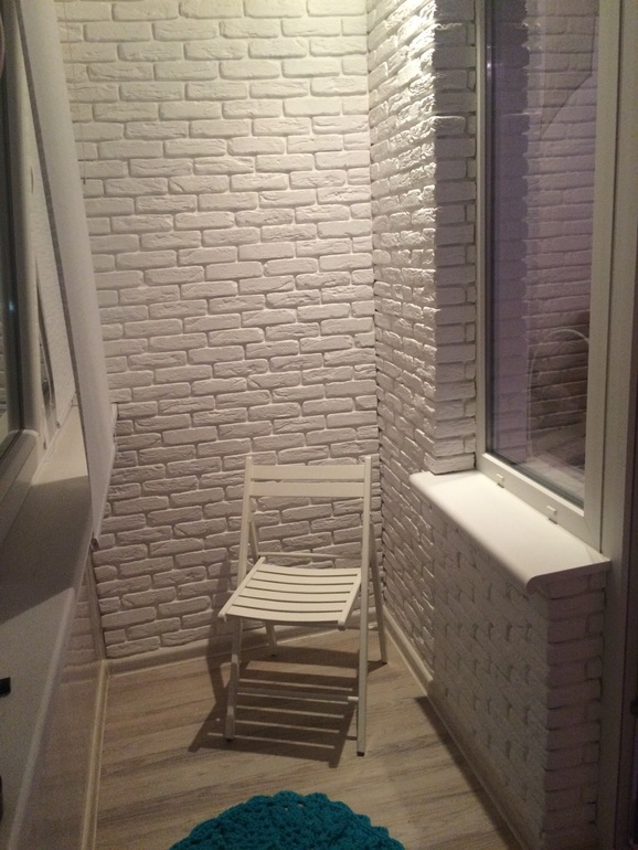 Дизайн балкона кирпичиками