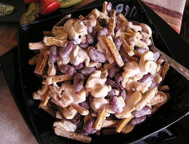 Рецепты салата с сухариками и фасолью