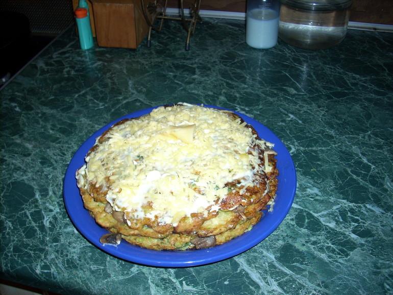 Кабачковый торт с грибами.