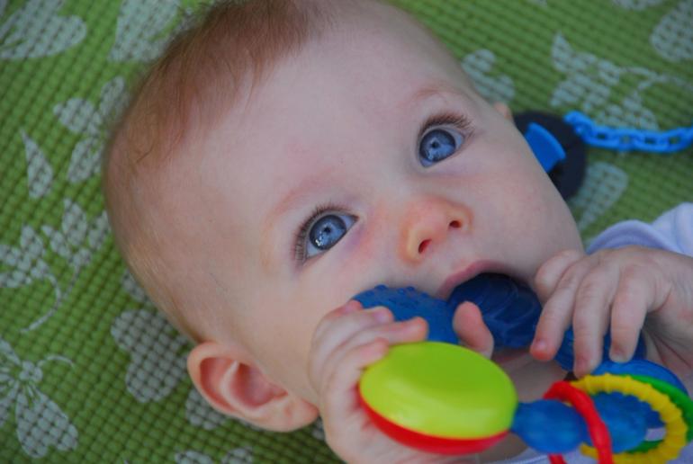 7 месяцев ребёнку ещё нет зубов
