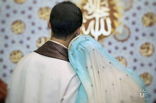 Жена стеснительная делает приятно своему мужу