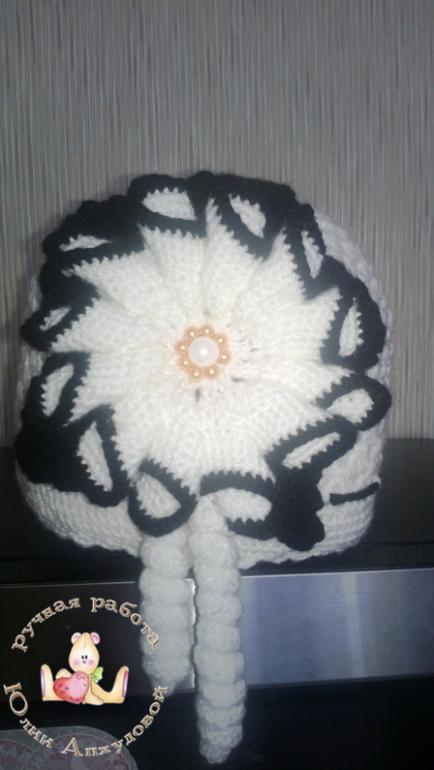 шапочка для зимы, связанна в подарок!