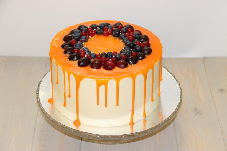 Торт с ягодами и кремом чиз в домашних условиях