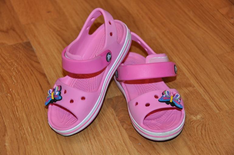 Продам  кроксы  для  девочки  размер  С10    1000  р