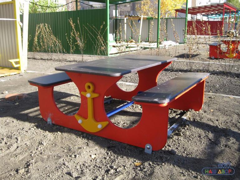 Столик на детскую площадку своими руками 8