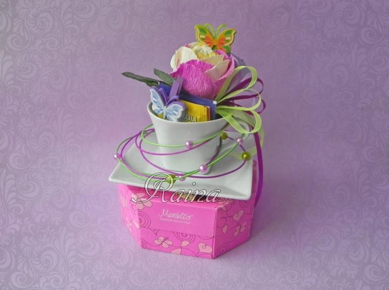 Коробка с цветами из конфет и чаем своими руками 87
