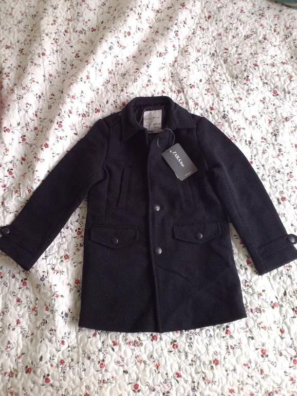Пальто  Zara  для  мальчика.  Размер  4-5  лет.  110  см.  1200  руб