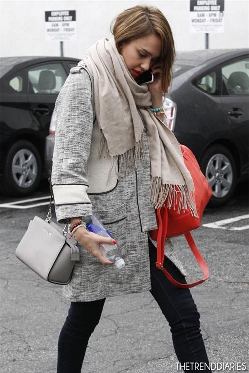 Фото девушек с сумками майкл корс