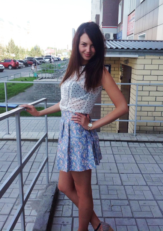 Красивая девушка в юбочке фото 641-851