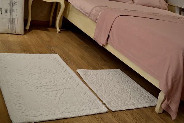 Накидки на стулья ! Коврики для ног! Декор для кровати кресел ! Аксессуары для кухни !