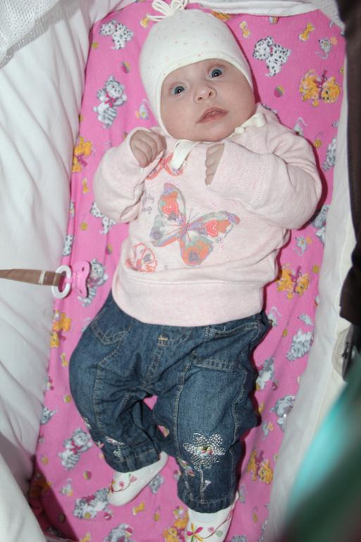 Моей сладкой доче 4 м 10 дней.