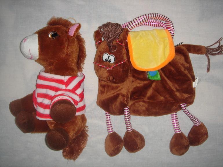 Новые  игрушки:  стучалка,  домино,  кукла,  свинка  Пеппа  и  др.