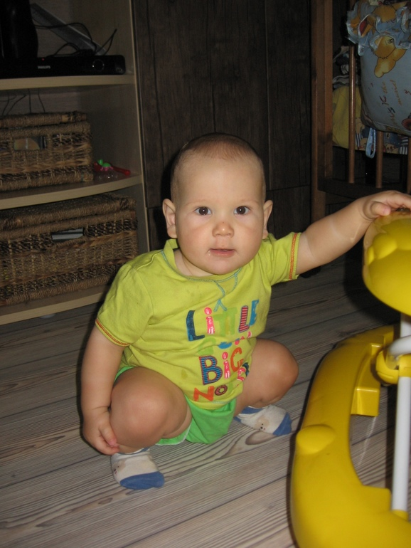 10 месяцев младшего сына!