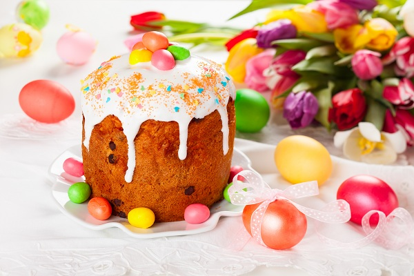 Пасха - это добрый праздник!Он только радость всем несёт,И вам желаю только счастья,Чтоб был хорошим этот год!