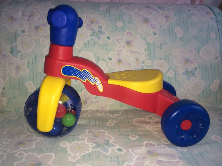 Детский велосипед - скутер с тремя мячиками(погремушками) в переднем колесе: Step-2.