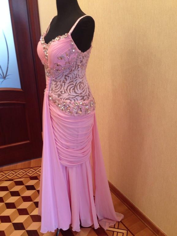 7e3dbda7d3a Красивая вечерние платья с сваровские камнями стоит 15000 ркблей размер 46- 48