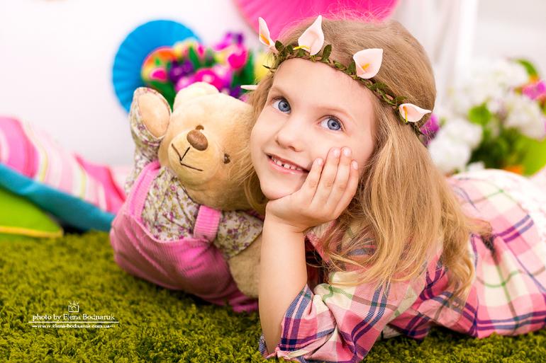 Девочка весна Полина...