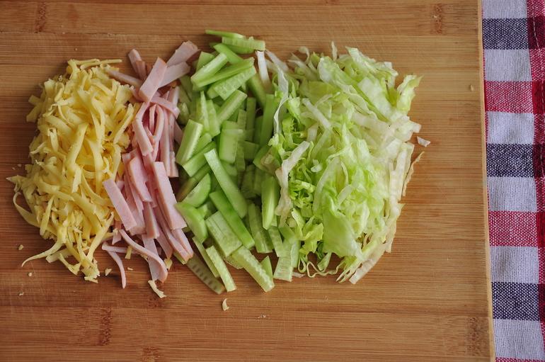 Салат ветчина свежий огурец сыр яйцо
