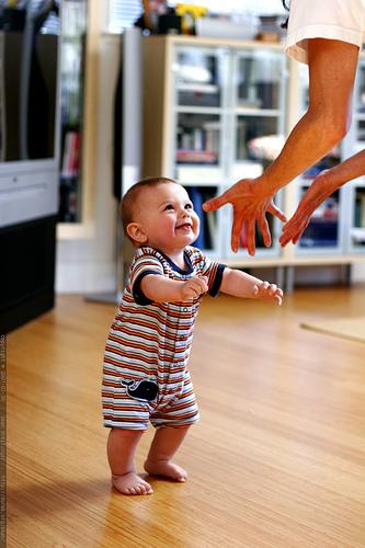 Почему ребёнок не ходит в 1 год